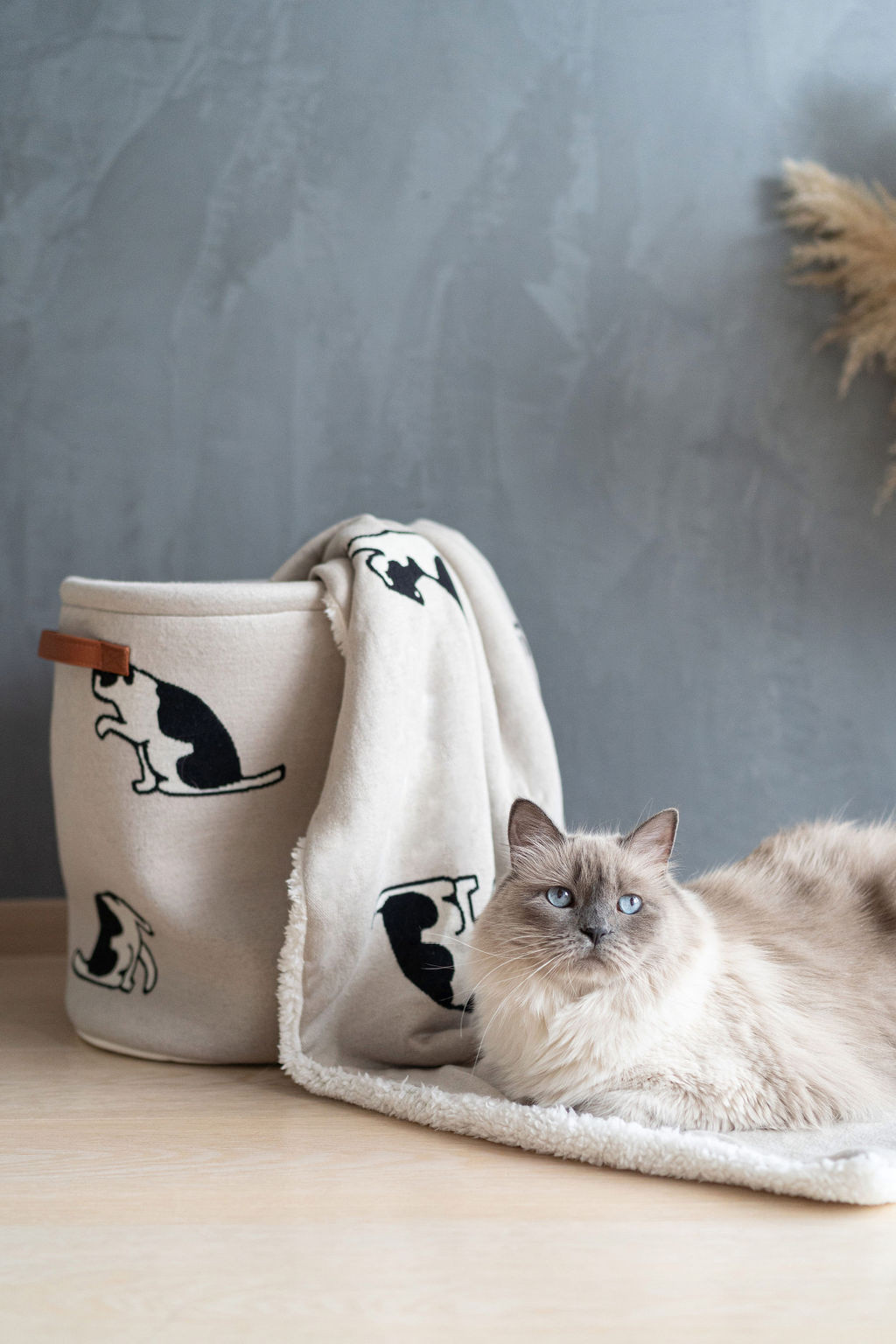 Plaid in cotton and sherpa hair with cats motif, Light Beige, large image number 1